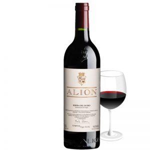 Botella con copa de Alion crianza de Ribera del Duero