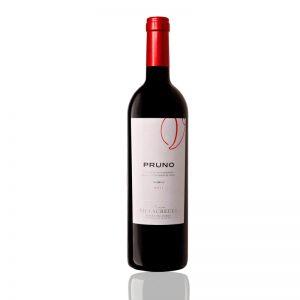 Botella con copa de Pruno crianza de Ribera del Duero
